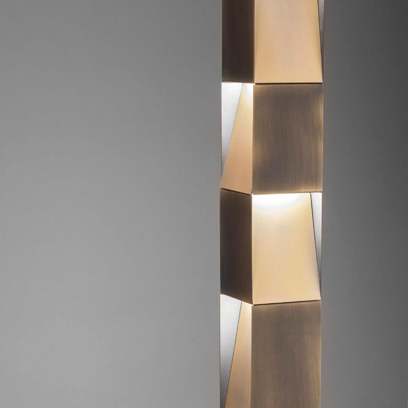prosta pionowa lampa zbeżowych kwadratów