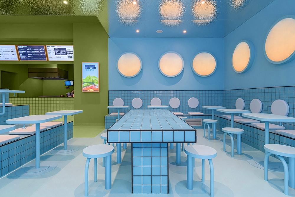 Trzy okna itrzy kolory - niezwykła burgerownia wTurynie