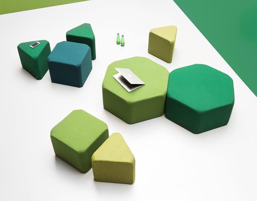 kilka zielonych siedzisk NOTI oróżnych kształtach iwielkościach