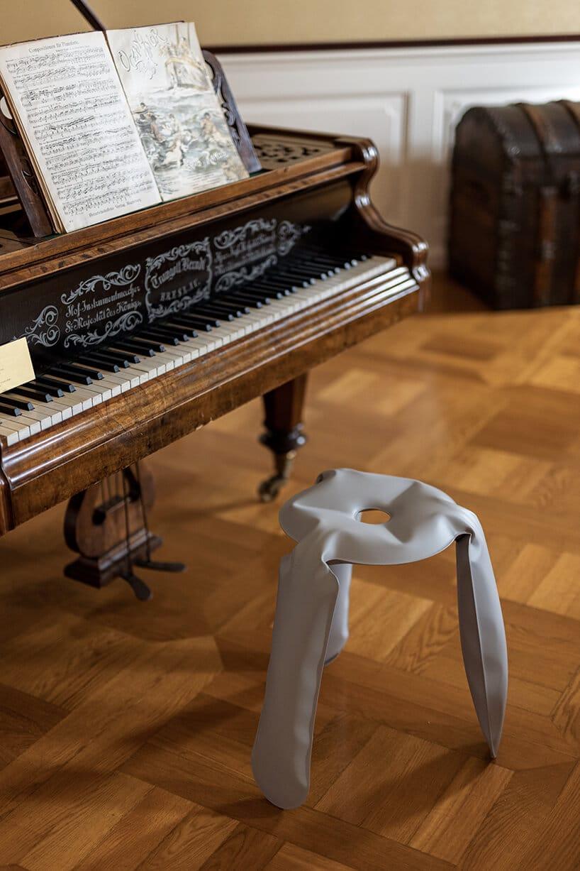 nowy design taboretu do fortepianu zciemnego drewna