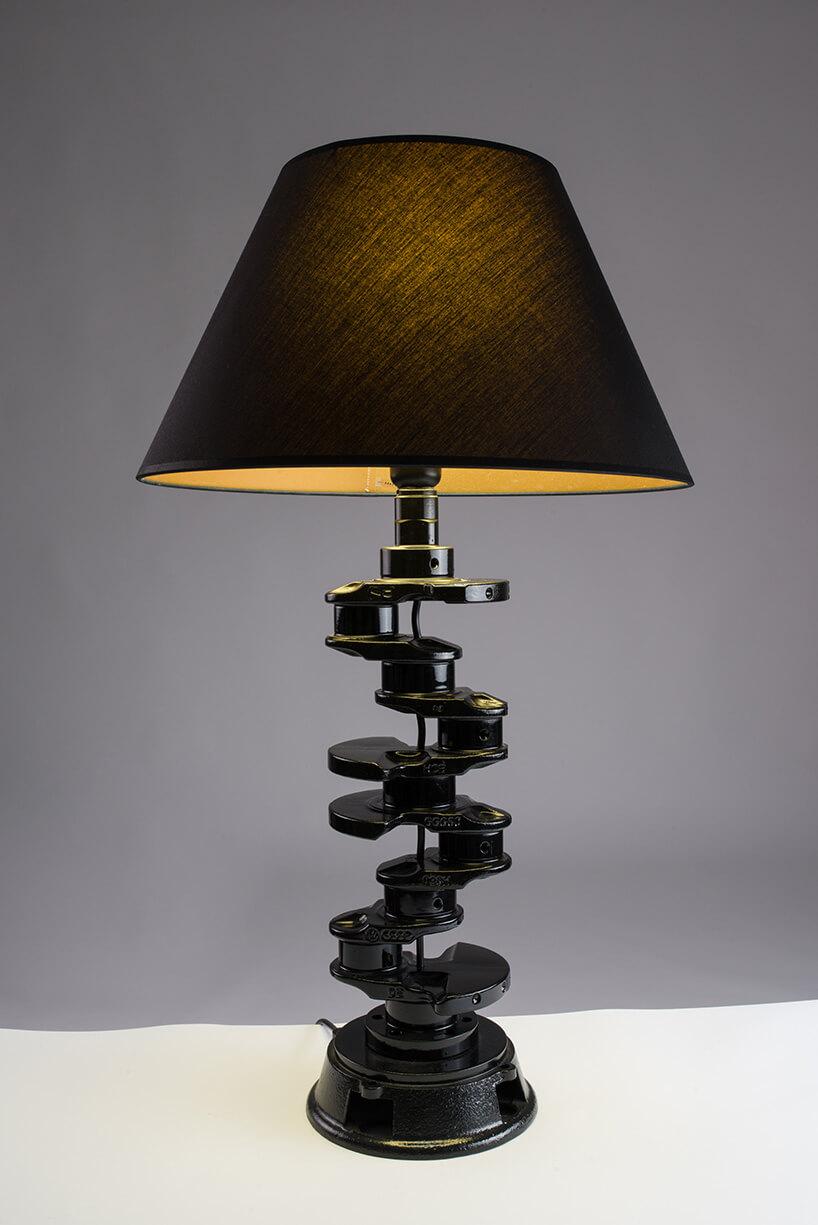 lampa zażurem zwału korbowego samochodu
