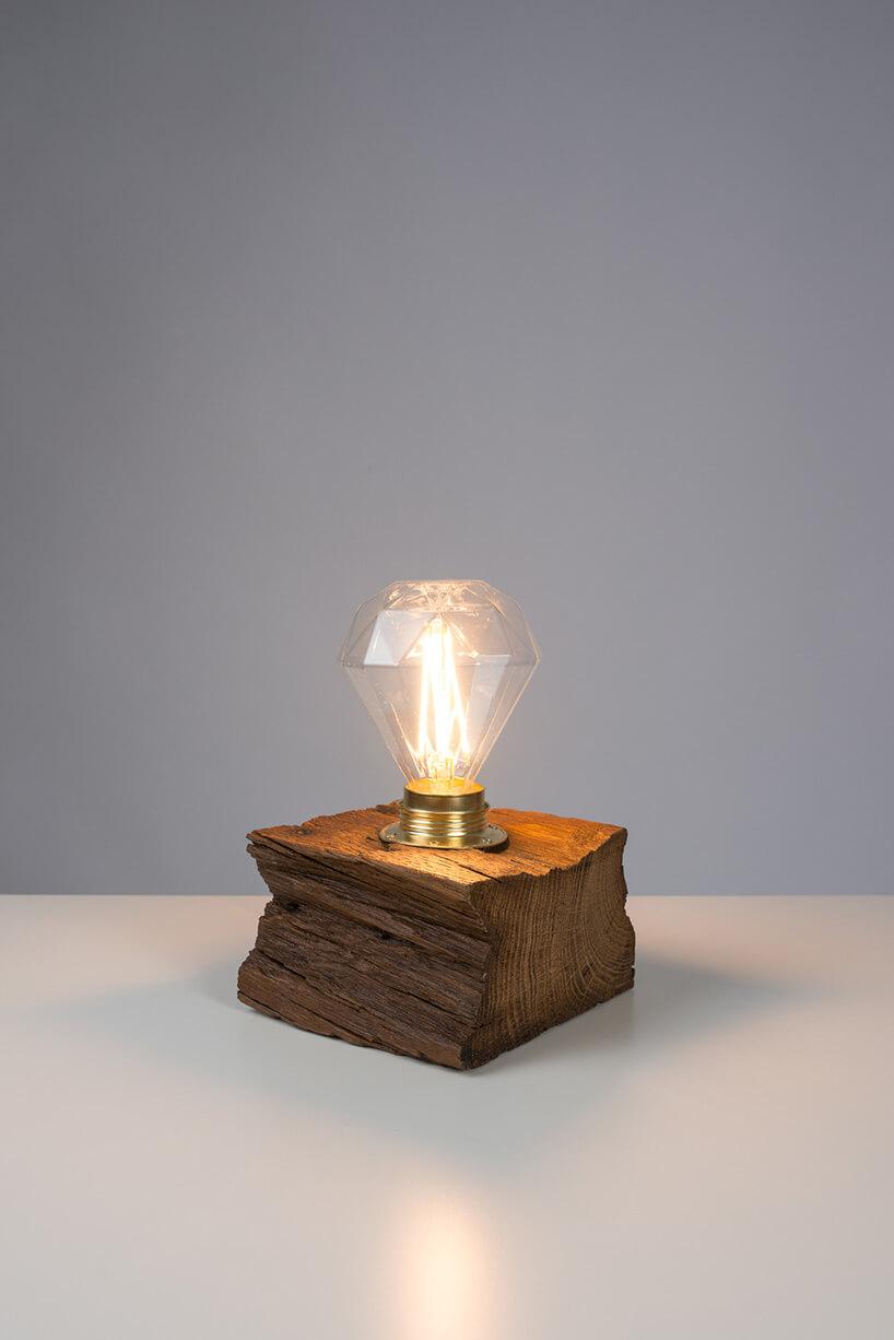 lampa zdrewnianego klocka