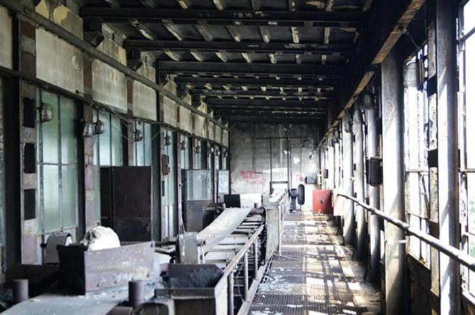 stanowiska pracy wstarej fabryce