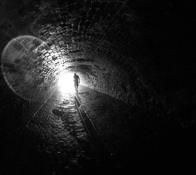 ceglany tunel do starej fabryki