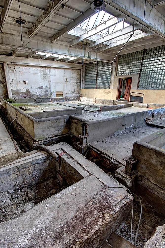 zniszczona hala produkcyjna