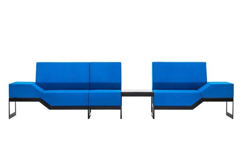 niebieska modułowa sofa ze stolikiem od VANK