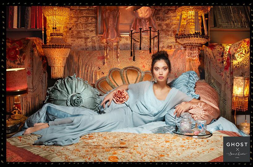 kobieta wsypialni glamour