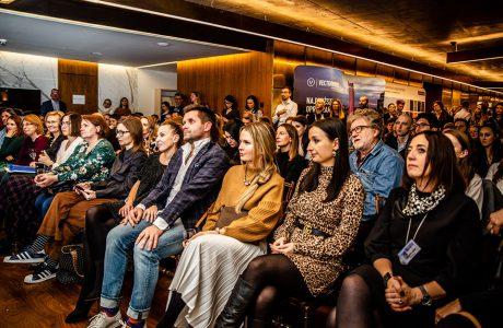 tłum ludzi na spotkaniu virtus studio na złotej 44