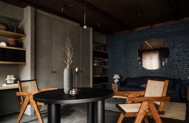 W ciemnych barwach: stylowe mieszkanie w Kijowie