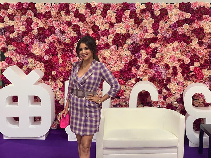 gość specjalny wkraciastej sukience Warsaw Gift & Deco Show 2019 - relacjaWarsaw Gift & Deco Show 2019