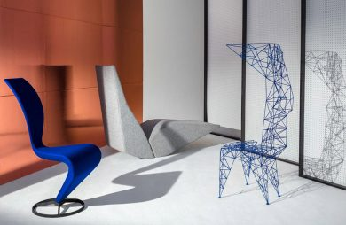 niebieskie krzesełko granatowy przedmiot szklane ściany brązowy element ściany