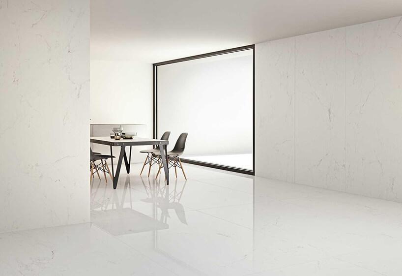 eleganckie białe wnętrze zpłytkami Grande od Marazzi