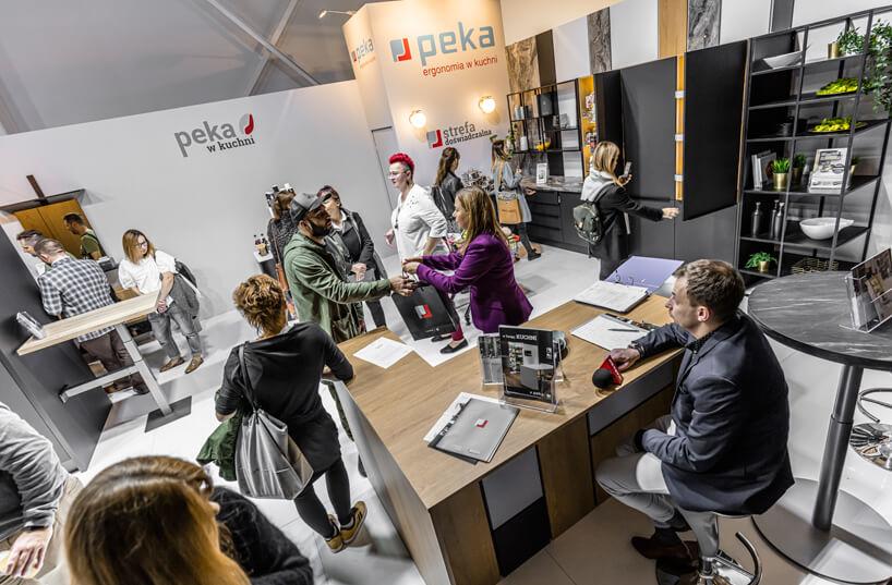 odwiedzający na stoisku PEKA podczas Warsaw Home 2019