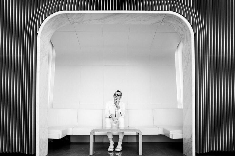 czarno-białe zdjęcie Karima Rashida uczestnika Design Forum na Warsaw Home 2019