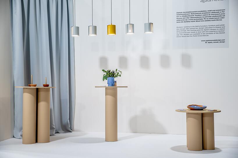 Wystawa IDEAS na Warsaw Home 2019 wyjątke ceramiczne przedmioty na tekturowych podestach