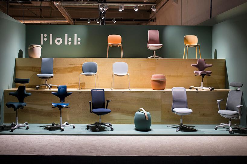 piętrowa prezentacja foteli ikrzeseł na stoisku PROFIM iGrupy Flokk podczas Warsaw Home 2019