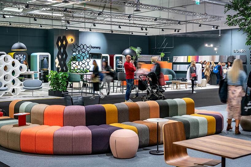 kolorowe modułowe siedzisko na stoisku Bla Station podczas Warsaw Home 2018