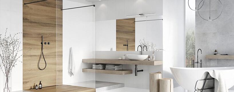 biała aranżacja łazienki od Ceramstic zdrewnianymi elemantami