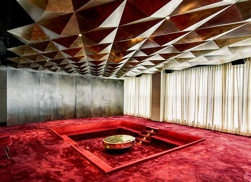 geometryczny przestrzenny sufit