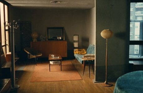 skromne wnętrze pokoju