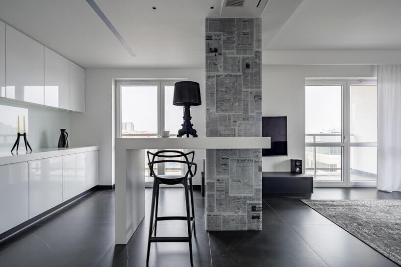 elegancki salon wczarno białym stylu
