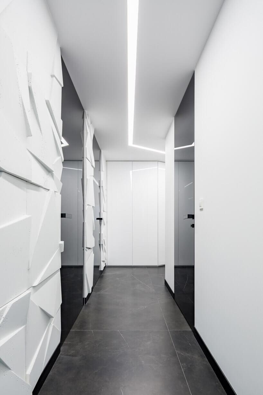 czarne szklane drzwi wbiałych ścianach