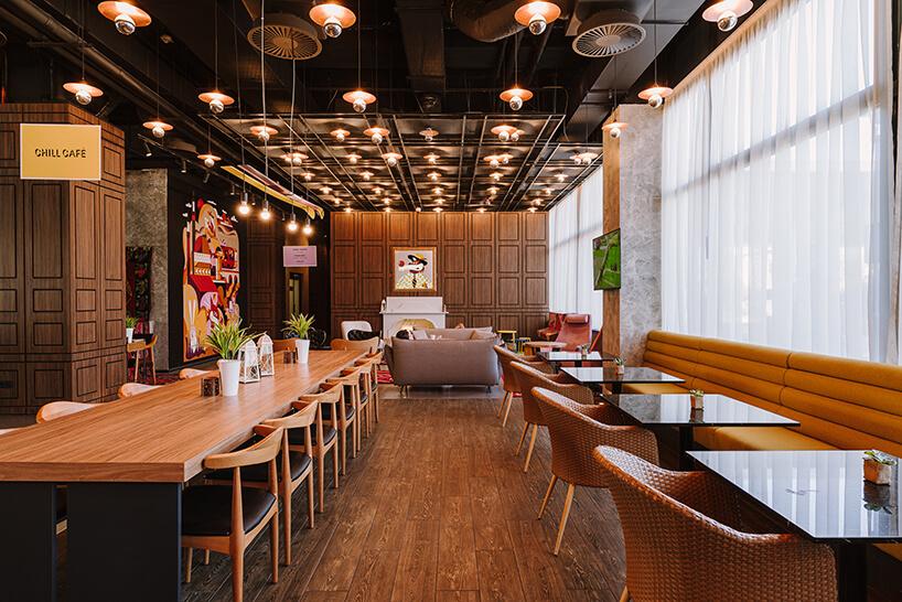 wnętrze restauracji hotelu ibis Styles Sarajevo od MIXD
