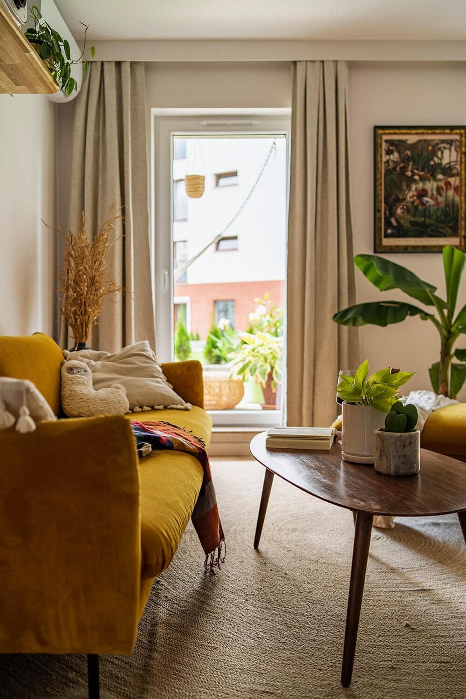 Od niebieskiej kuchni wnietypowej wnęce po sztukę irośliny: mieszkanie we Wrocławiu