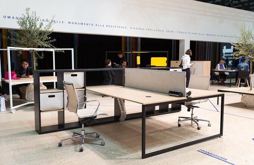 nowoczesne podwójne biurko zjasnym blatem iciemnym stelażem