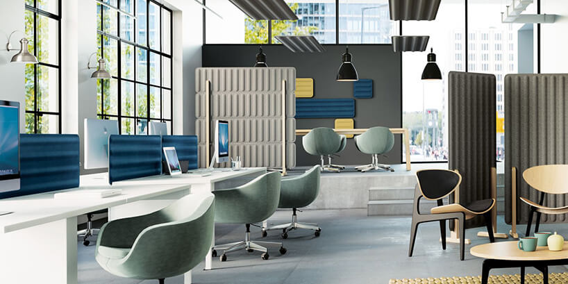 wnętrze biura zwyciszającymi elementami