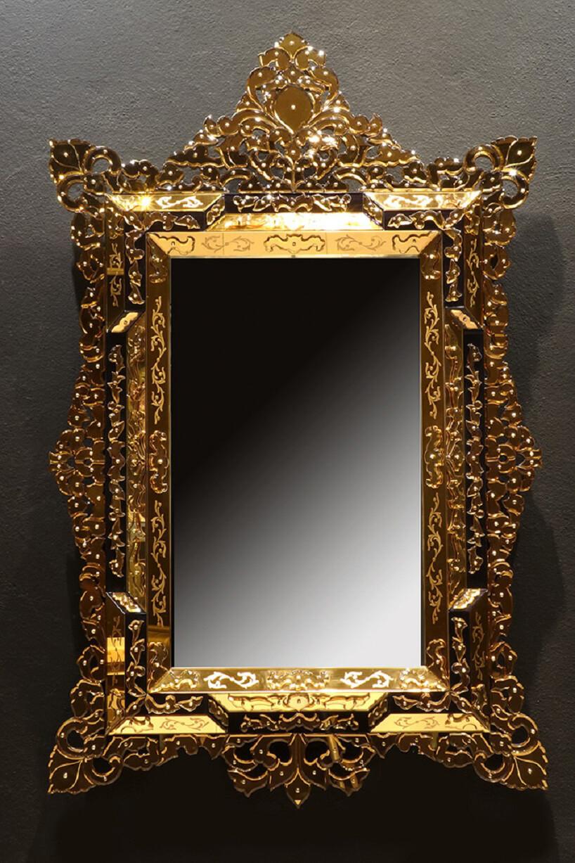 elegancka rama do lustra złota bogato zdobiona