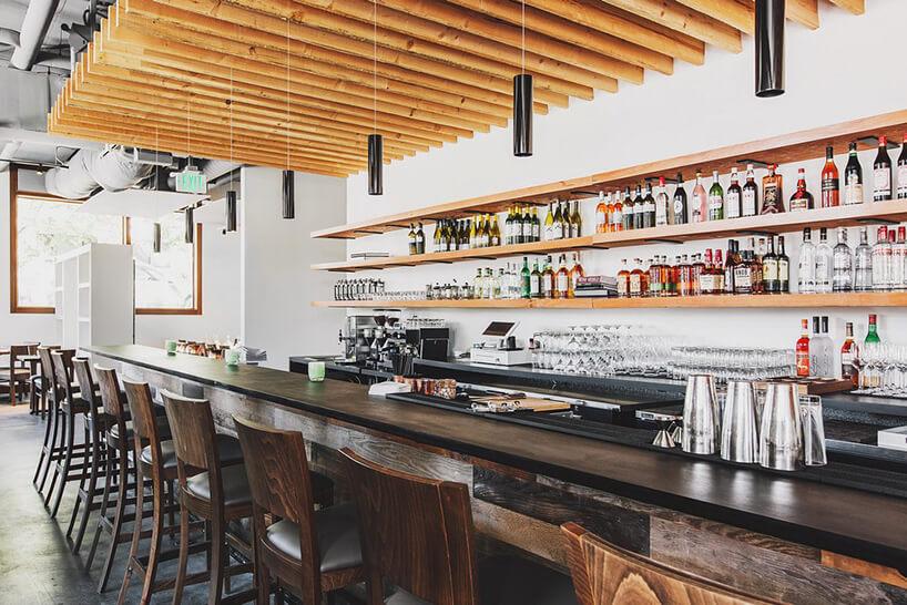 duży bar wrestauracji