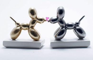 ceramiczna rzeźba złotego i srebrnego pudla