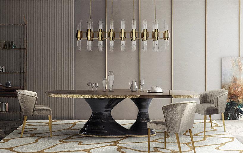 duży żyrandol nad złoto-czarnym stołem wluksusowym wnętrzu