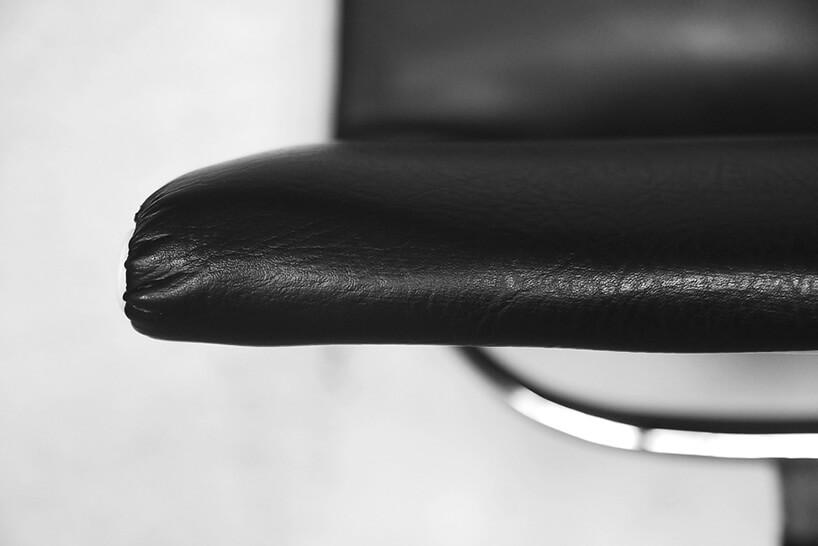 siedzisko czarnego fotela zbliska