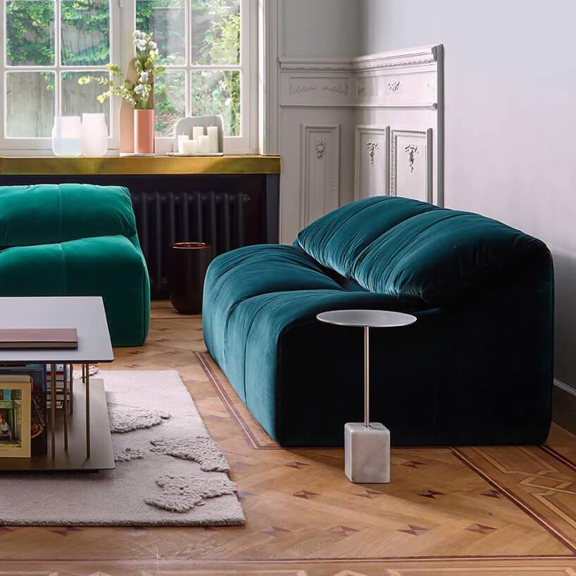 napompowana zielona sofa