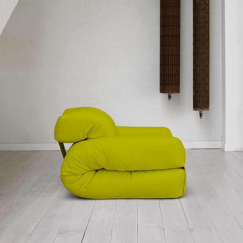 zielony materac złożony na fotel