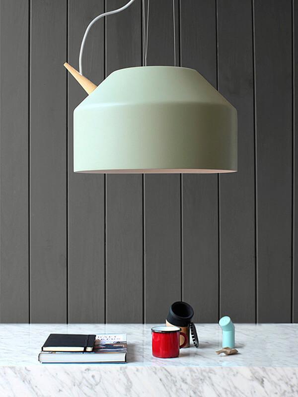wielka lampa wisząca przypominająca czajnik