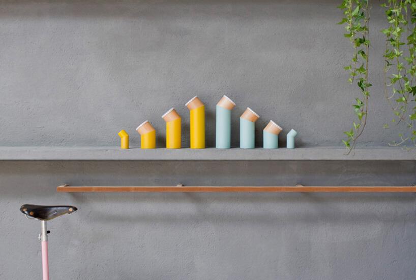 osiem kolorowych solniczek ipieprzniczek