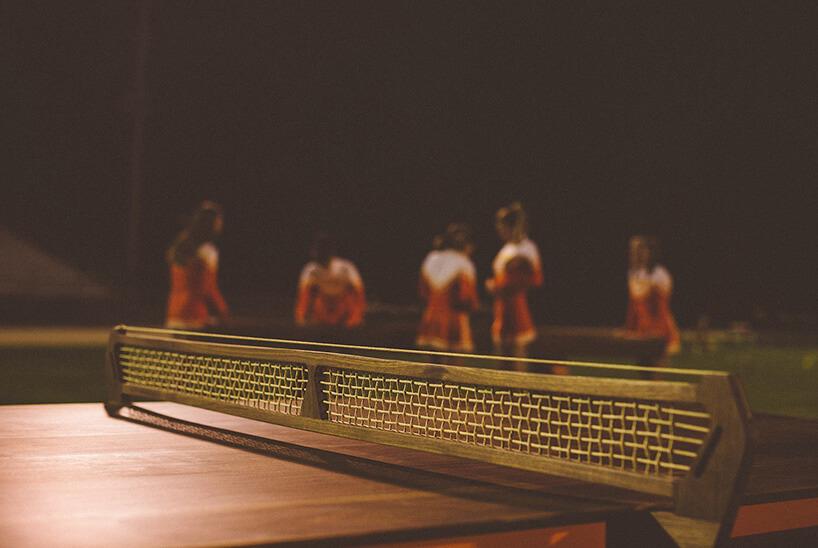 zbliżenie na siatkę na stole do ping-ponga