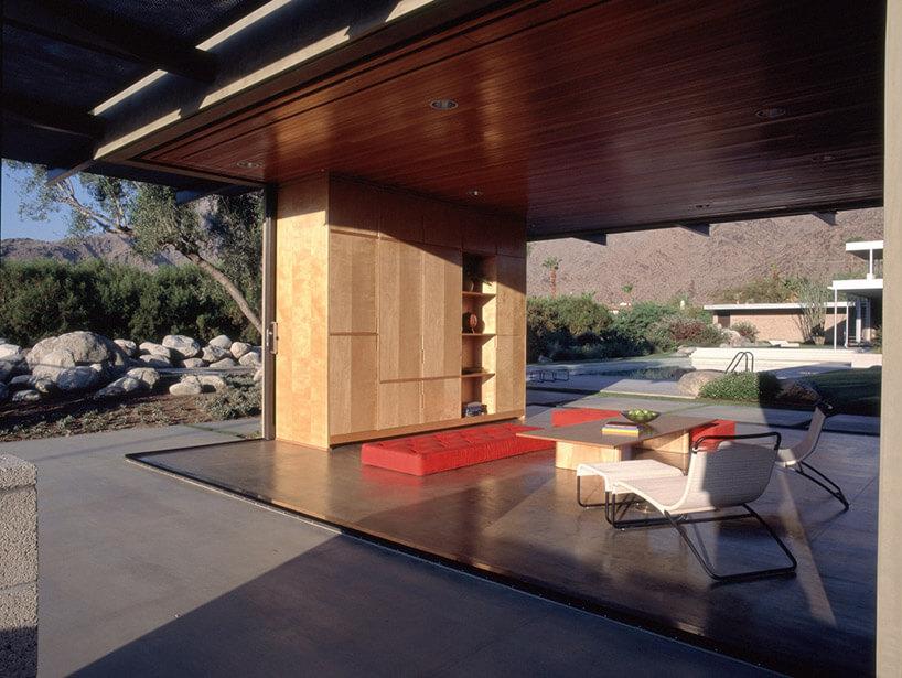pokój zchowanymi ścianami na zewnątrz