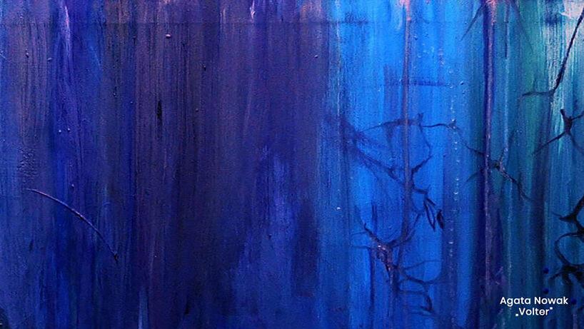 ściana wróżnych odcieniach niebieskiego na wyróżnionym projekcie Glamory 2019