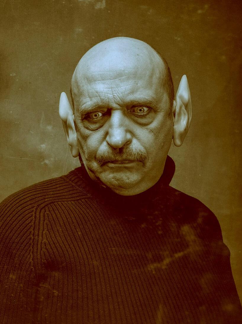 praca Pawła Bajewa zdjęcie mężczyzny zdoprawionymi dużymi uszami