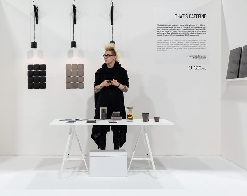 projektant Atticus Durnell na swoim stoisku podczas IDEAS na Warsaw Home 2019