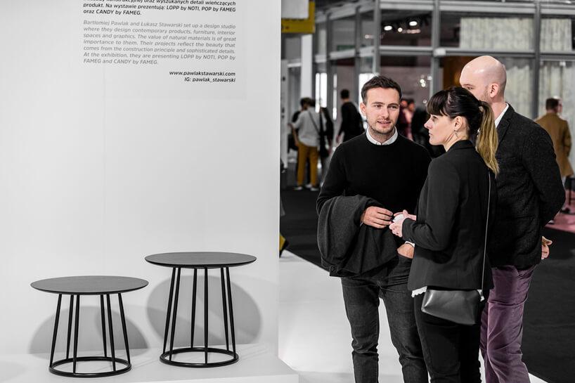 odwiedzający przy stoisku Pawlak & Stawarski podczas wystawy IDEAS na Warsaw Home 2019