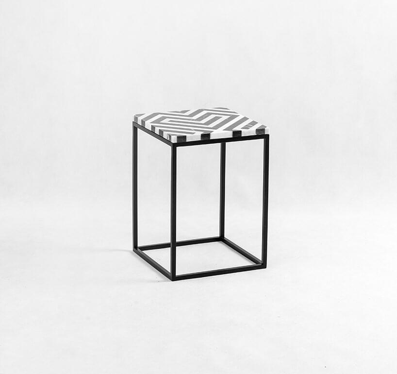 stołek zmetalowych kątowników iczarni-biały siedziskiem