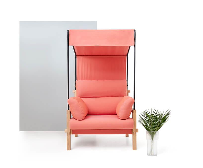 pomarańczowy fotel zkolekcji mebli MALU od Dolux-M łącząca strefę do domu zogrodem