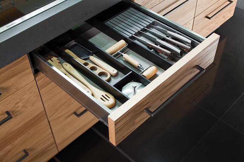 kuchnia premium od ernestrust drewniana szuflada ze sztuccami