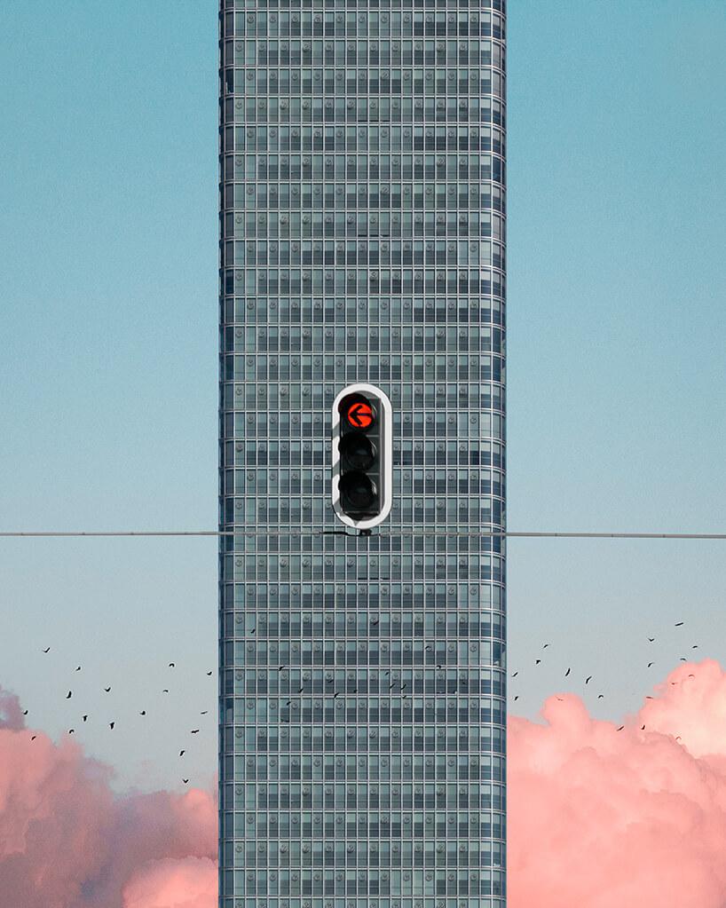 sygnalizator na tle przeszklonego wieżowca