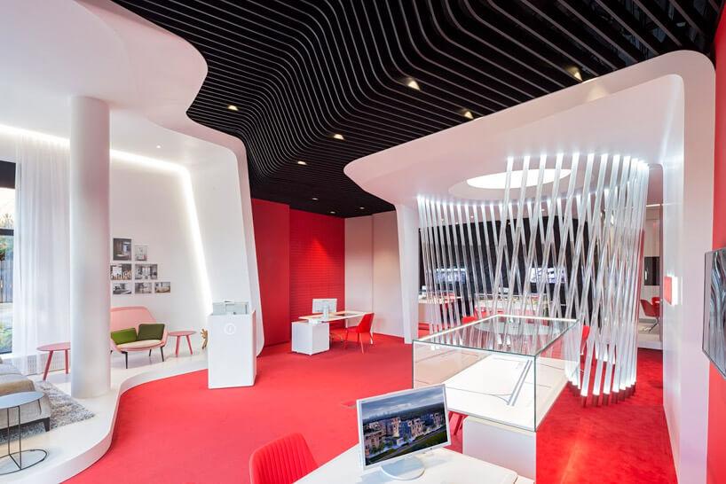 czerwono-biało-czarny salon